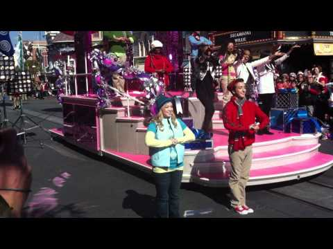 China Anne Mcclain and sisters performing Jingle Bell Rock at Disneyland