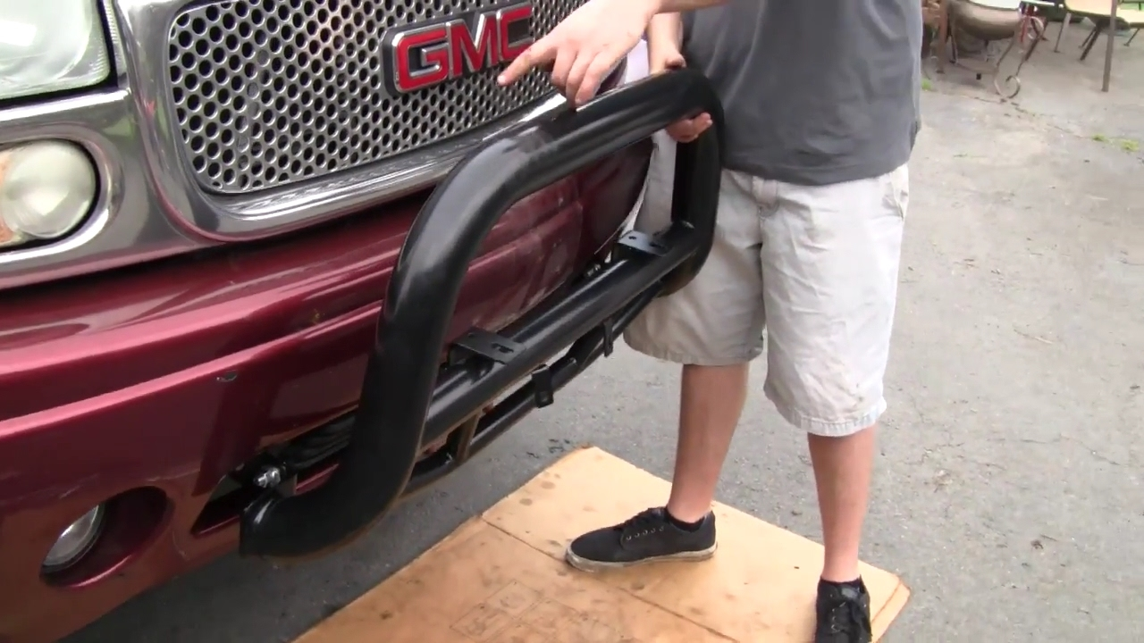 HOW TO INSTALL A BULL BAR - YUKON, SUBURBAN, TAHOE 00-06 ...