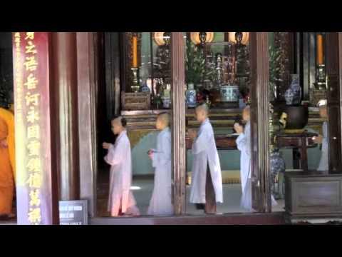 hqdefault - Les moines bouddhistes