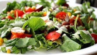 Простой овощной салат с йогуртовой заправкой