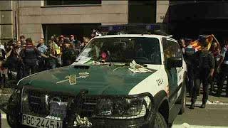 Manifestantes cortan calles y se producen momentos de tensión