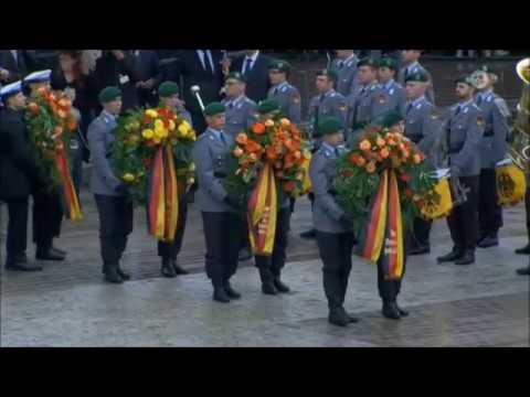 Helmut Kohl -  Militärisches Ehrenzeremonie vor dem Dom in Speyer