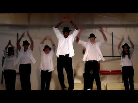 Gladstone High School Teachers Perform Thriller