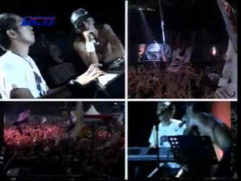 Slank Feat Iwan Fals - Ku Tak Bisa & Yang Terlupakan (Live)