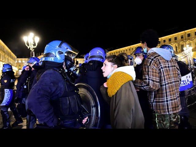 İtalya'da koronavirüs tedbirleri protesto edildi - Sputnik Türkiye