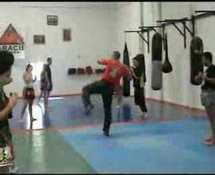 Karate zanshin sevilla entrenamiento de paos kick box for Gimnasio noru