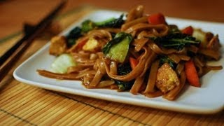 Best Thai Pad See Ew Recipe Wayne's Kitchen Filmed In Thailand