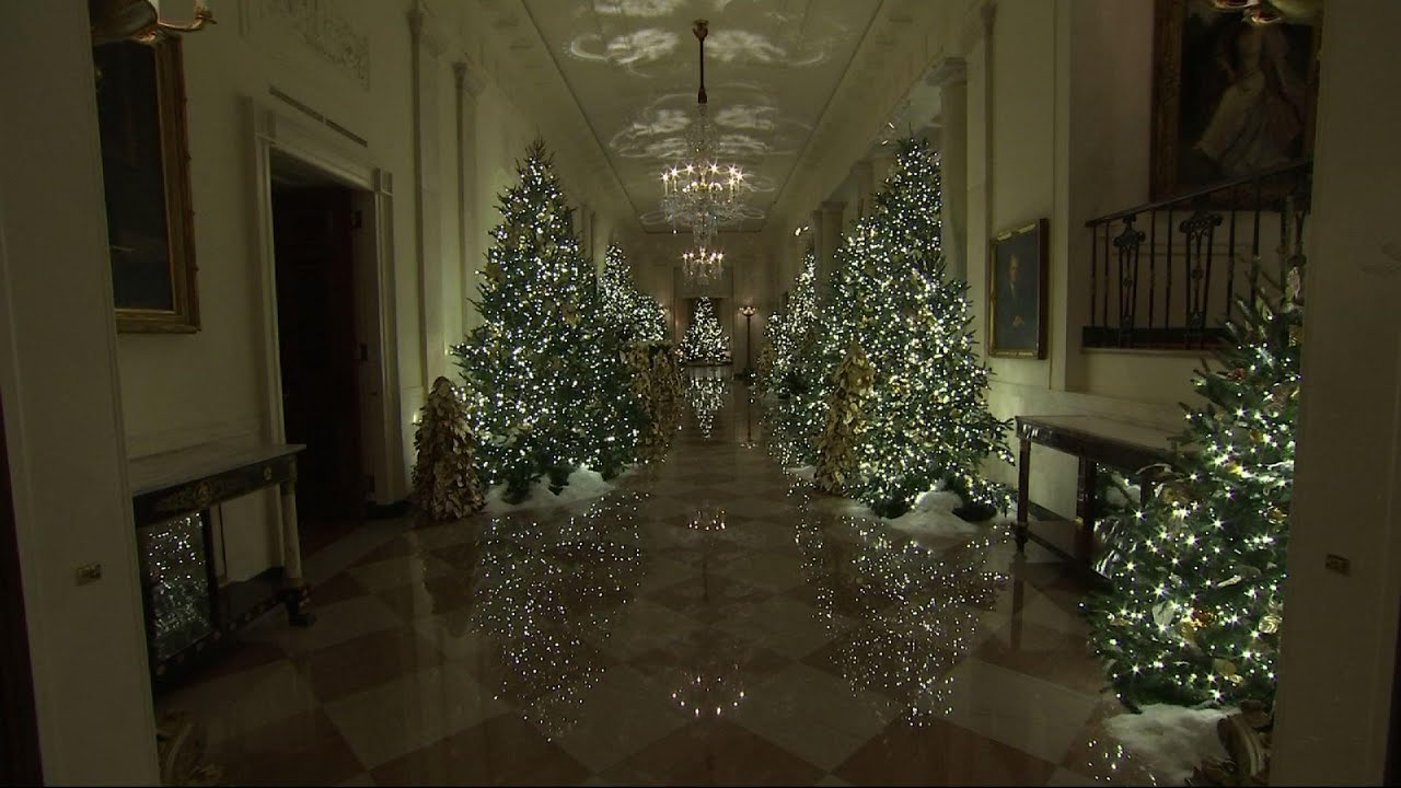 Unveils 2019 Christmas Decorations