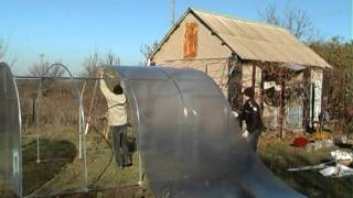 Теплица из поликарбоната. Каркас из оцинкованной трубы.(На этом видео представлена сборка теплицы из поликарбоната размером 3*4*2. Каркас выполнен из оцинкованной..., 2014-12-13T07:17:51.000Z)