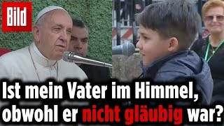 Kleiner Junge mit bewegender Frage an den Papst