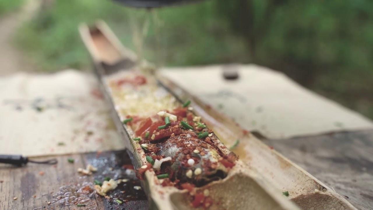 斧头哥的竹筒烤鱼,配上烤土豆美味无比 bamboo grilled fish