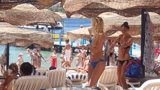 Пляжные танцы  .Красивые девочки.