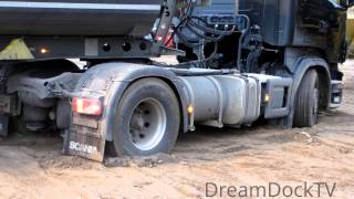 TRUCK GOT STUCK IN SAND ON CONSTRUCTION SITE ● HEAVY RECOVERY WITH EXCAVATOR