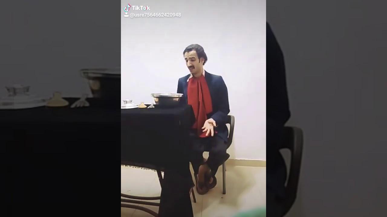 يقلد جميع الفنانين بجد احسن موهبه تقليد سمير غانم مسريحه ...
