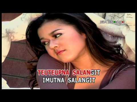 SALANGIT - Nia Daniaty