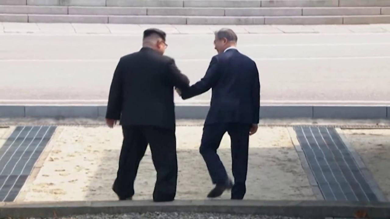 Kim Jong Un Crosses to South, Greets Moon image