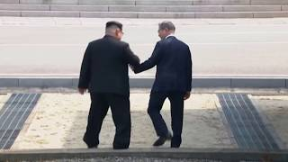 Kim Jong Un Crosses to South, Greets Moon Video