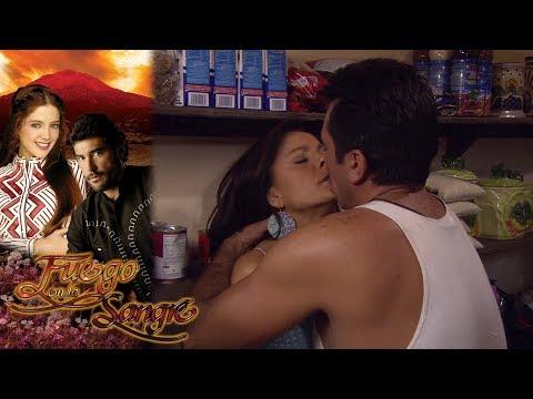 Óscar Le Roba Un Beso A Jimena | Fuego En La Sangre - Televisa