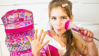 Яна хочет быть Красивой, наряжается и делает макияж на ДЕНЬ РОЖДЕНИЯ ! Kids Make Up Toys