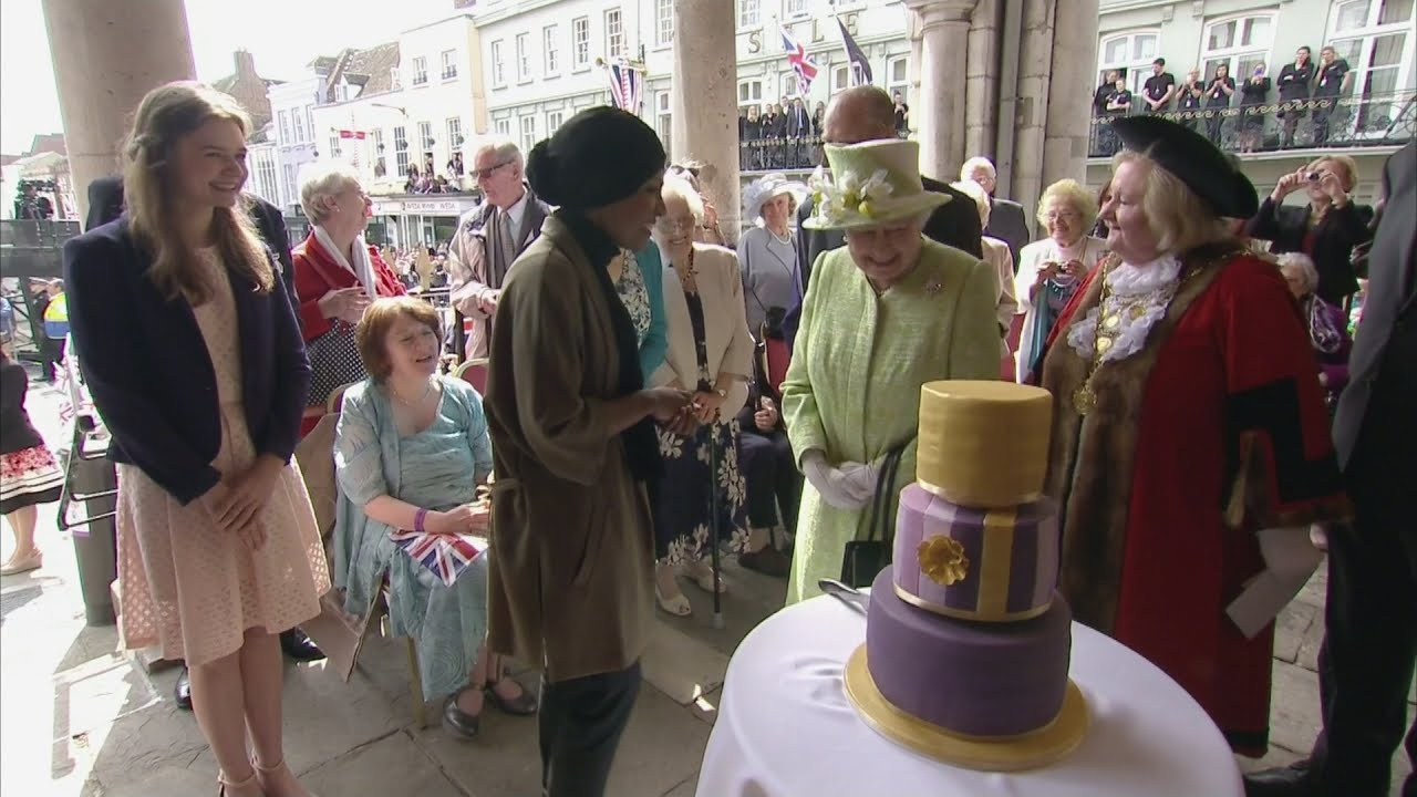 Bake Off Winner Nadiya Presents Queen With Birthday Cake