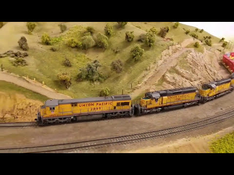 Union Pacific Intermodal Trains August 13, 2017 - La Mesa Club