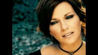 Скачать Martina McBride Concrete Angel W Lyrics