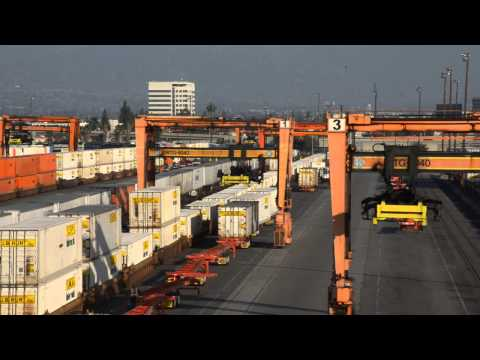 Unloading BNSF Intermodal Train