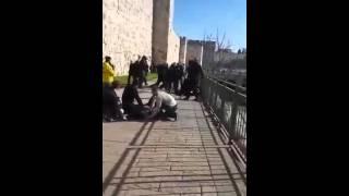 بالفيديو| الاحتلال يعلن مقتل مستوطنين متأثرين بجراحهما في عملية الطعن بالقدس