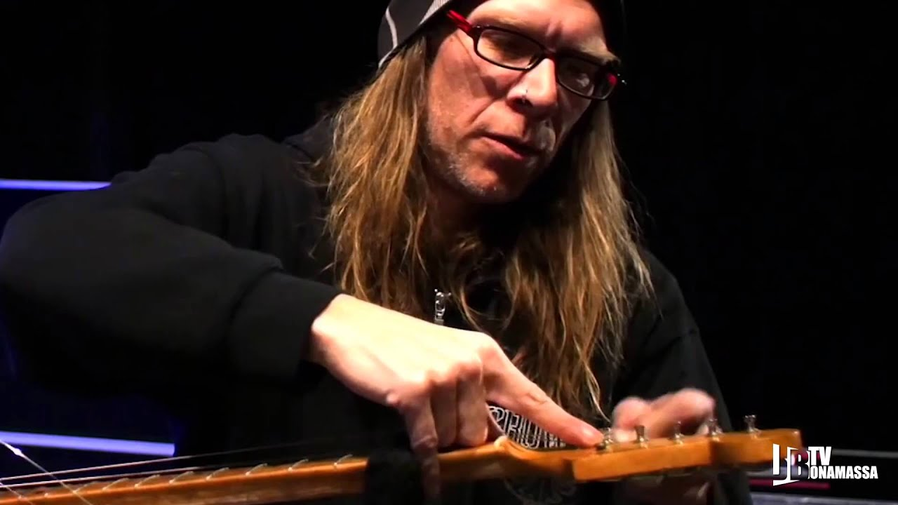 joe bonamassa backstage tour with guitar tech with loop