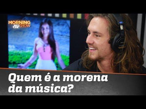 Afinal quem é a morena da música de Vitor Kley? Cantor revelou ao vivo