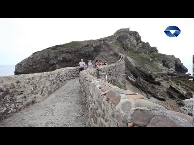 700 kilo hondakin batu dira Gaztelugatxeko kostaldea garbitzeko auzolanean