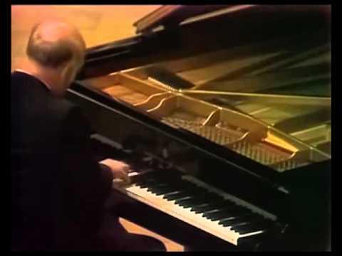 Sviatoslav Richter plays Beethoven Piano Sonata no. 12, op. 26 - video 1976