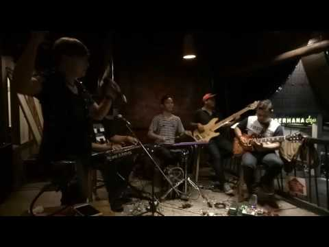 "Denie And Friends ""Kisah Yang Salah Cover"""