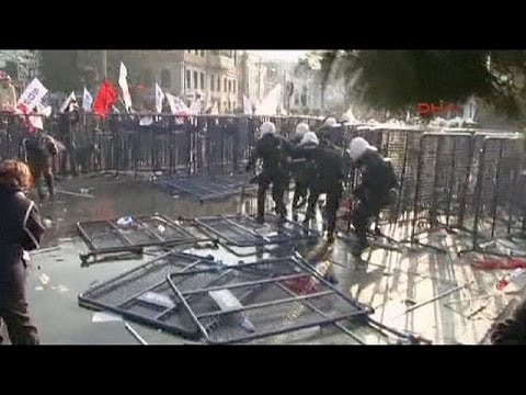 Protesters clash with police in Turkey over corruption scandal