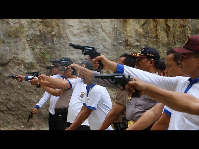 Latihan Tembak Anggota Polres Kebumen