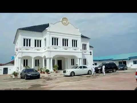 See in and out of Ooni of  Ife gigantic mansion&Super Cars as kings and princesses steps storms in