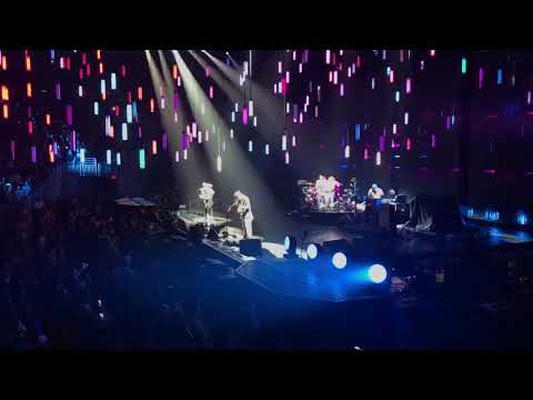 Red Hot Chili Peppers - The Zephyr Song - Gila River Arena - Glendale, AZ