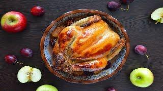 Курица, фаршированная сливами и яблоками