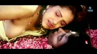 vuclip Hot Mallu Auntyes kumtaj Hot Romance In Bath telugu sence