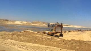 قناة السويس الجديدة : شاهد الجسر الوحيد الباقى جنوبا على بعد امتار من سحارة سرابيوم
