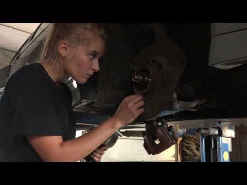 Girl installs HSD coilovers on E30 (pandem)