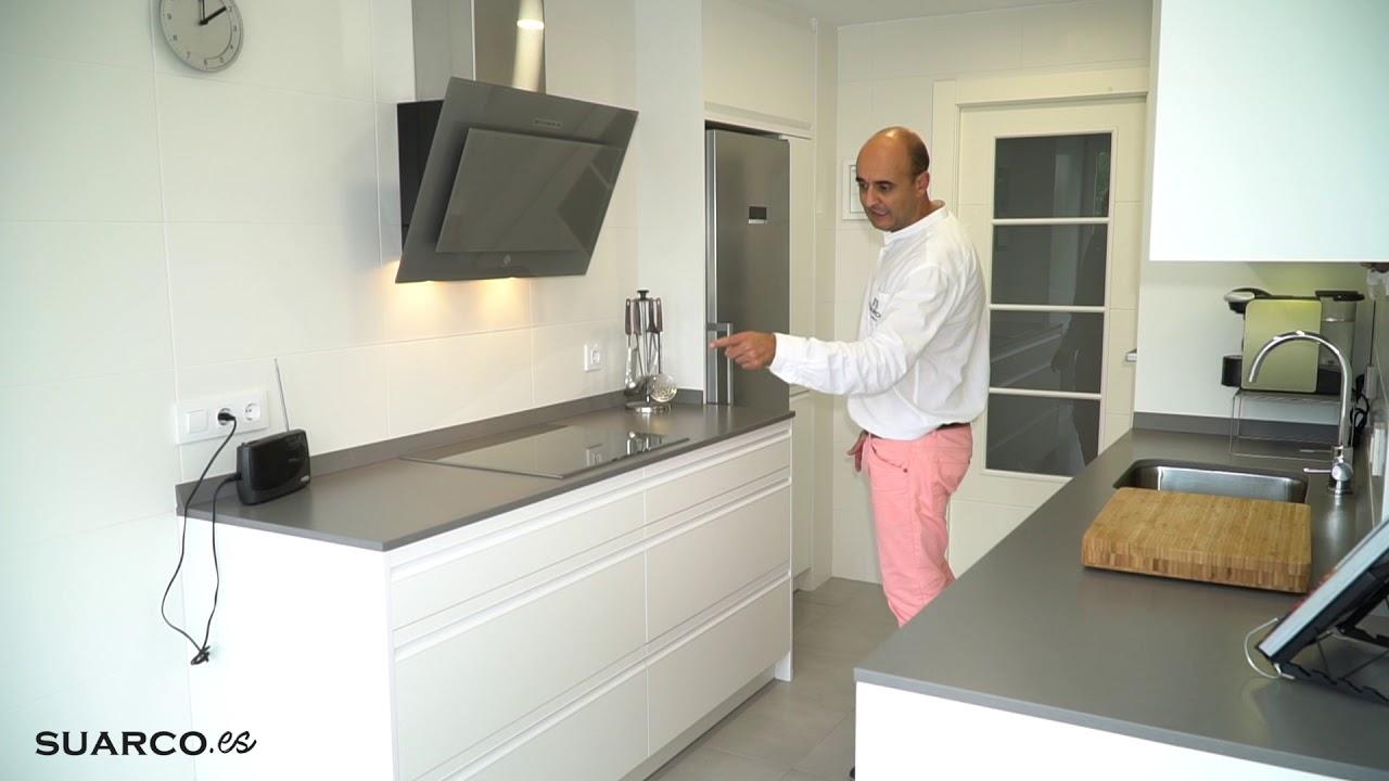 Cocina moderna blanca!! DOS FRENTES CON ZONA COMEDOR!! encimera de  silestone gris expo