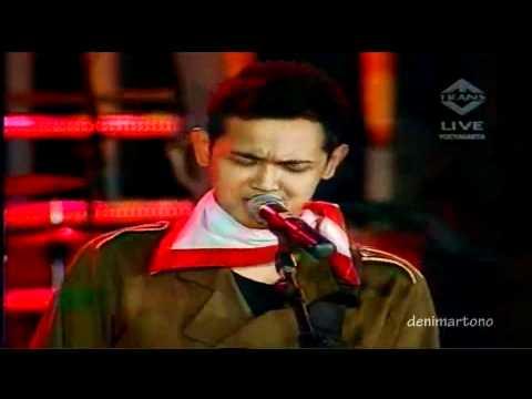 "Bondan Prakoso & Fade 2 Black ""Ya Sudahlah"" LIVE -Pesta Merdeka Ramadhan 17 August 2010 [HD]"