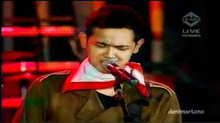 "Video Bondan Prakoso & Fade 2 Black ""Ya Sudahlah"" LIVE -Pesta Merdeka Ramadhan 17 August 2010 [HD] download MP3, 3GP, MP4, WEBM, AVI, FLV Oktober 2018"