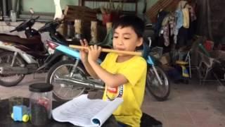 Sáo trúc Duy Anh - cô gái vót chông vuanhaccu.com