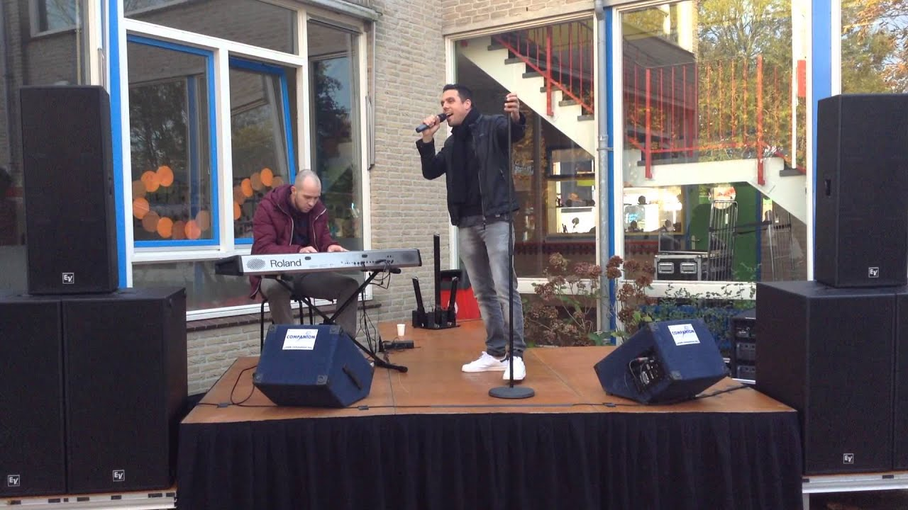 Download Dennis Kroon zingt Easy met pianist Dick .