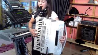 Repeat youtube video lucia y su acordeon madrecita