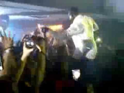 Akon singing Chammak Challo in Abu Dhabi Rush Club