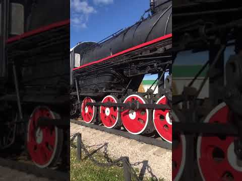 Поезд возле ЖД в микуне