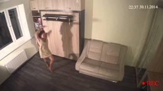 Танец на кровати (скрытая камера)